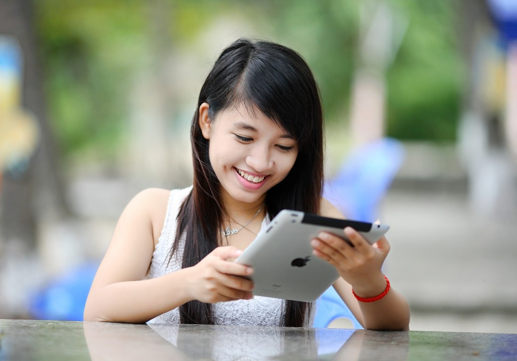 Smiling woman with an Ipad
